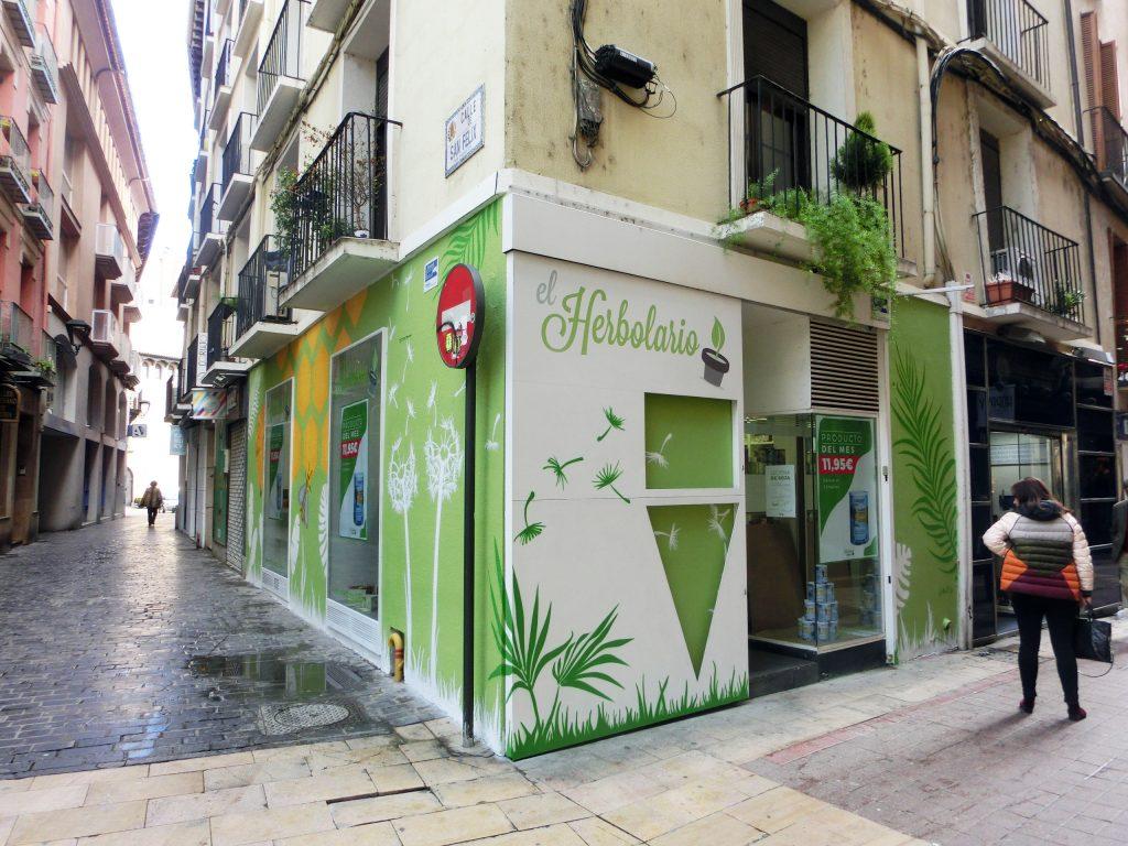 Graffiti fachada herbolario